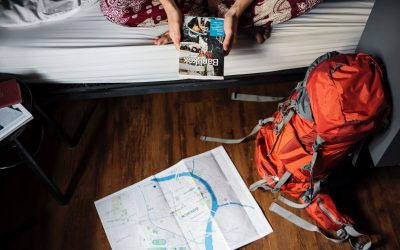 TRAVEL LIGHT – CLOTHING CHECKLIST FOR 3-SEASON TRAVEL